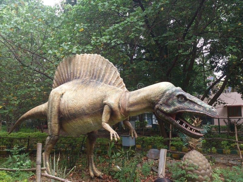 Статуя динозавра стоковая фотография