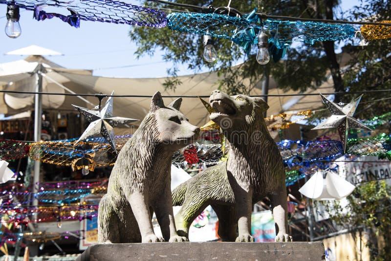 Статуя койотов в Coyoacan стоковая фотография