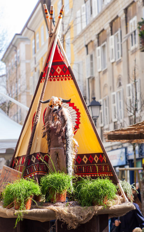 Download Статуя коренного американца Стоковое Фото - изображение насчитывающей америка, вождь: 40586924