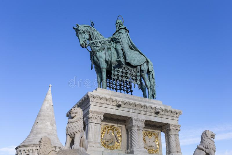 Статуя короля St Stephen в Будапеште стоковые изображения