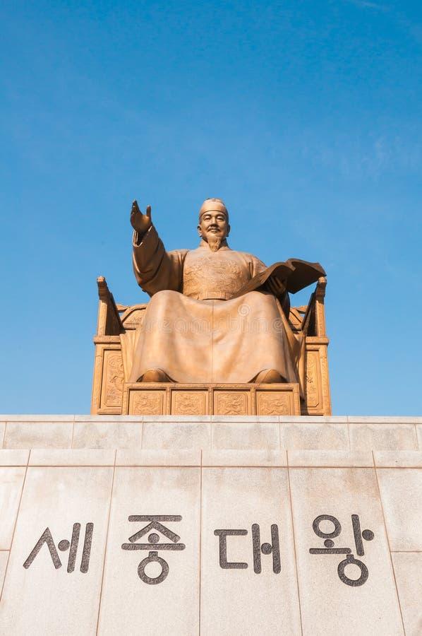Статуя короля Sejong в квадрате Gwanghwamun стоковое изображение rf