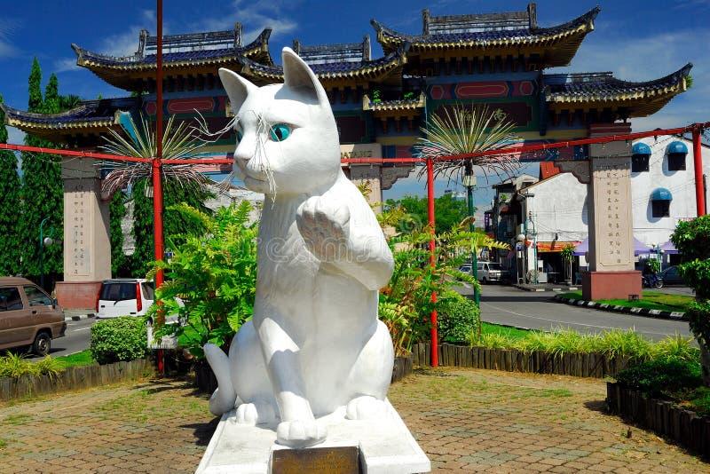 Статуя кота муниципалитета Kuching южная стоковая фотография rf