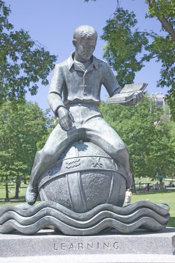 Статуя к учить стоковое изображение rf