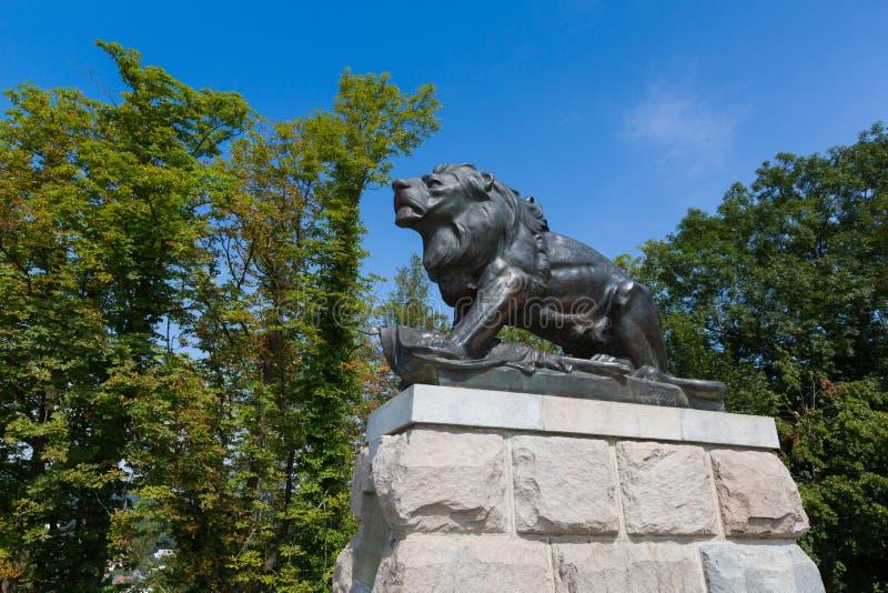 Статуя льва Hackher поверх холма замка Schlossberg в Грац, в Австрии, Европа стоковые фотографии rf