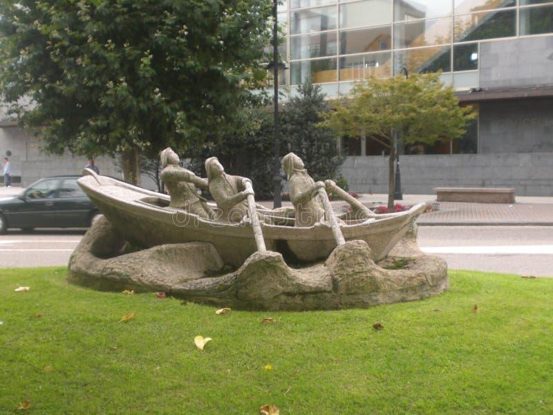 Статуя людей гребя в Галиции Испании стоковая фотография rf
