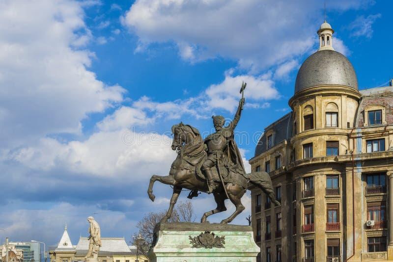 Статуя Майкл храбрый близко квадрат университета в Бухаресте стоковая фотография rf
