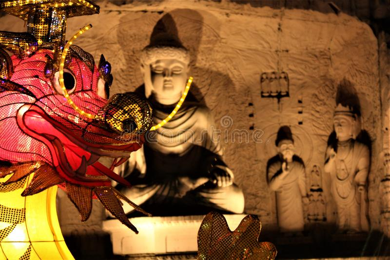 Статуя Малайзии Будды Шани Fo Guang статуи Будды вечером на ninding в сувенирном магазине стоковая фотография