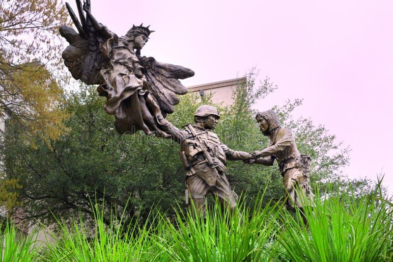 Статуя меди военного мемориала стоковые изображения rf