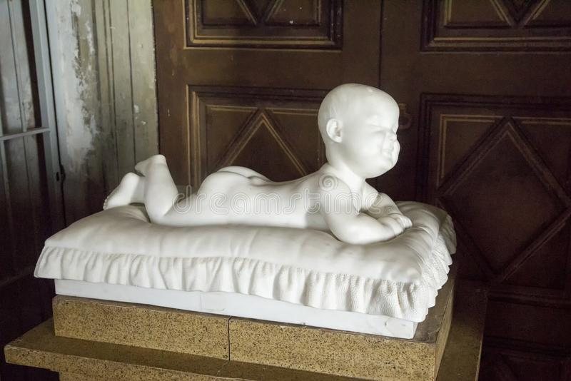 Статуя младенца стоковая фотография rf