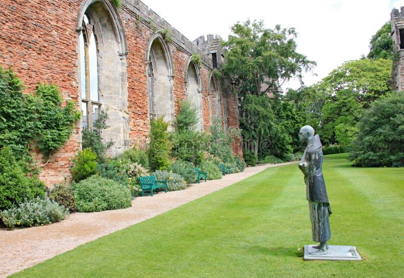 Статуя монаха n земли собора Wells в Сомерсете, Англии стоковое изображение rf