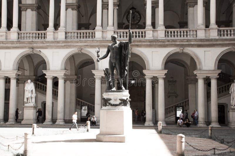Статуя Наполеона как Марс миротворец Антонио Canova в главном дворе Palazzo Brera, дома Accademia di Красавицы стоковая фотография