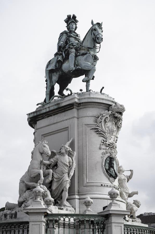 Download Статуя на квадрате коммерции в Лиссабоне Стоковое Фото - изображение насчитывающей европа, лошадь: 33727140