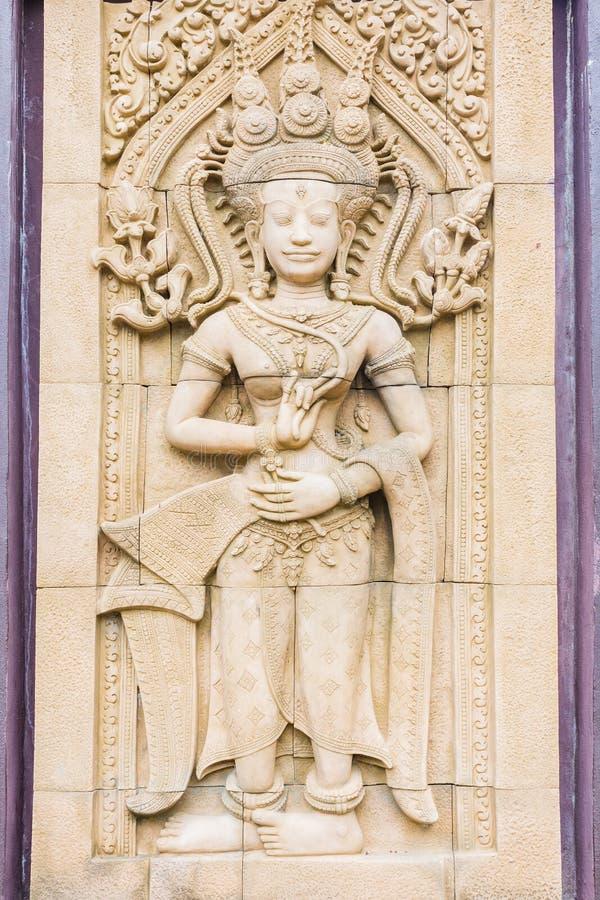 Статуя на стене, камбоджийское искусство резного изображения Apsara стоковые изображения