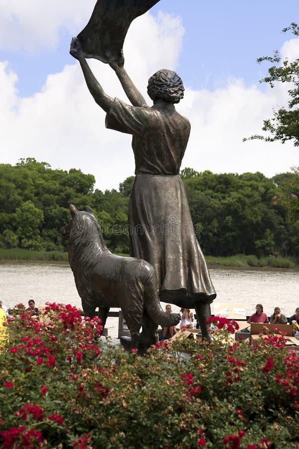 Статуя на quayside Рекы Savannah в саванне в Georgia США стоковые фото