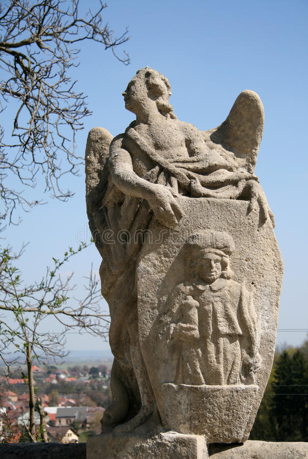 Статуя около собора Святого Барбары в Kutna Hora, чехии стоковые изображения