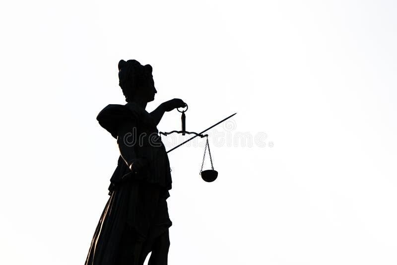 Download статуя основы повелительницы правосудия Frankfurt Стоковое Изображение - изображение насчитывающей злодеяние, художничества: 40588845