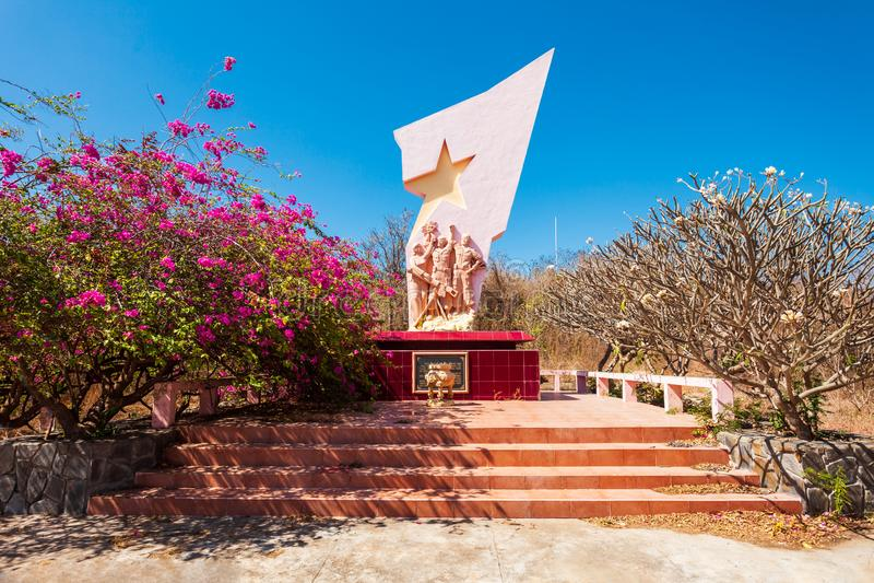 Статуя победы около башни Poshanu стоковая фотография