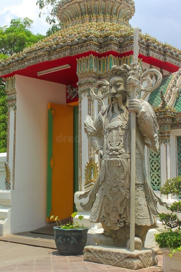 Статуя попечителя на Wat Phra Kaew, виске изумрудного Будды, большом дворце, Бангкоке стоковые фото