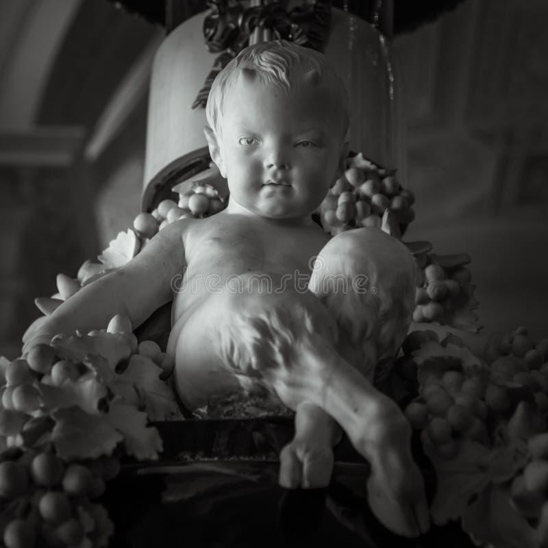 Статуя ребенка сатира с животными ногами стоковая фотография rf