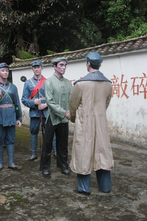 Статуя революционных кадров и сельчанин для того чтобы трясти руки в ¼ Œshenzhen Parkï Красной Армии, фарфоре стоковые изображения rf