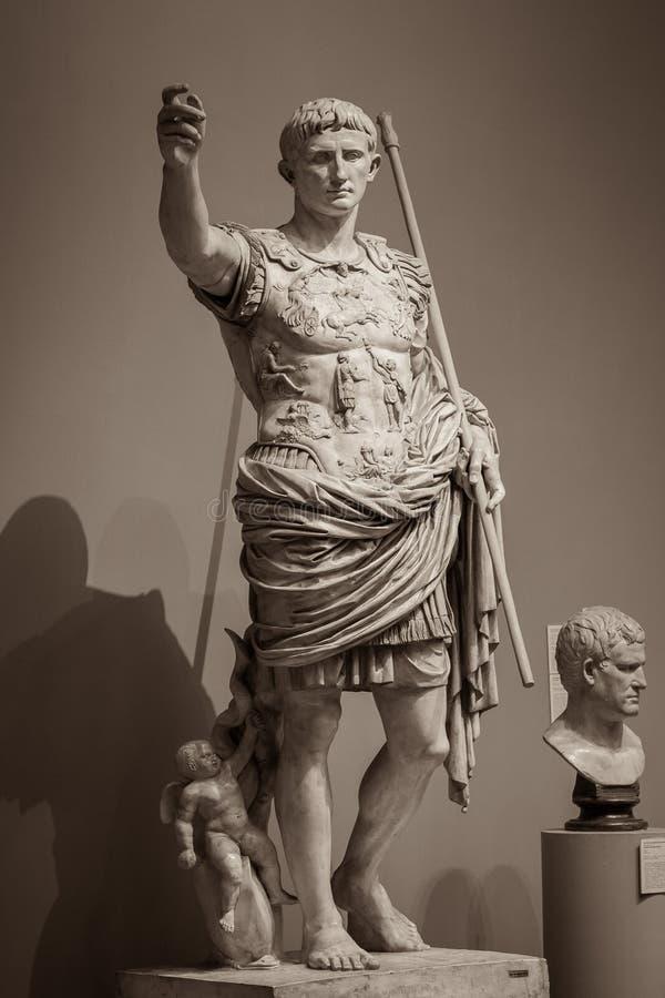 Статуя римского императора Augustus стоковые изображения