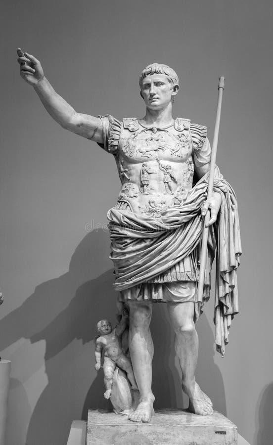 Статуя римского императора Augustus Prima стоковые фотографии rf