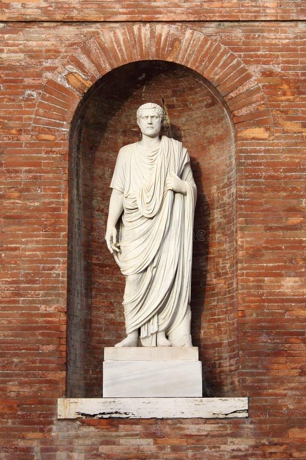 Статуя римского сенатора стоковые фотографии rf
