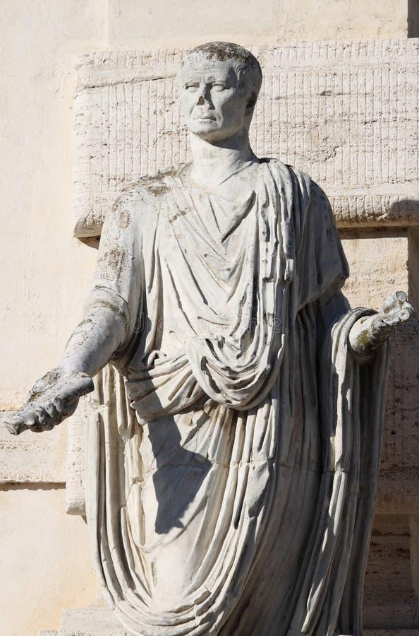 Статуя римского сенатора стоковые изображения rf