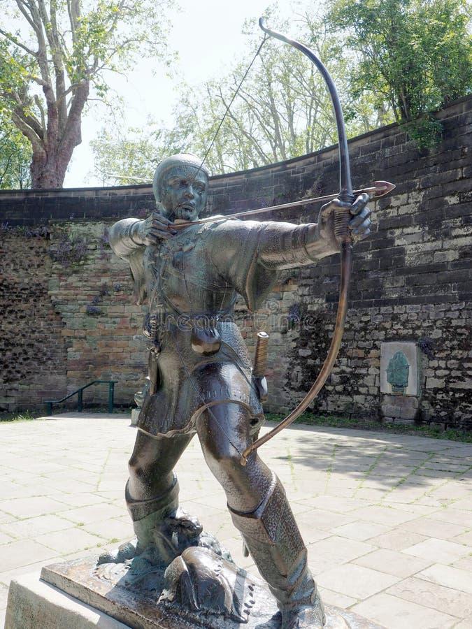 Статуя Робина Гуда вне замка Ноттингема стоковое фото rf