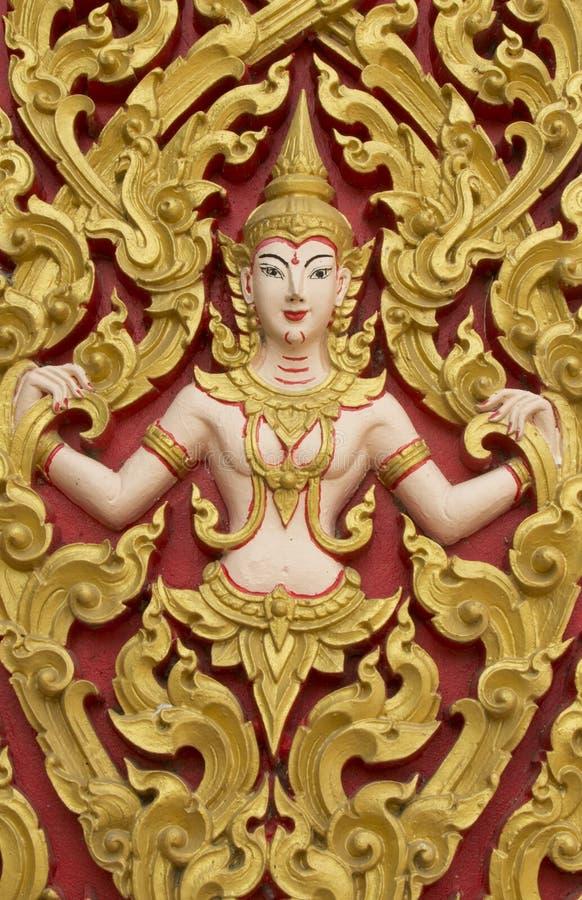 Статуя рядом с входом к виску, много Анджела в Таиланде стоковые изображения rf