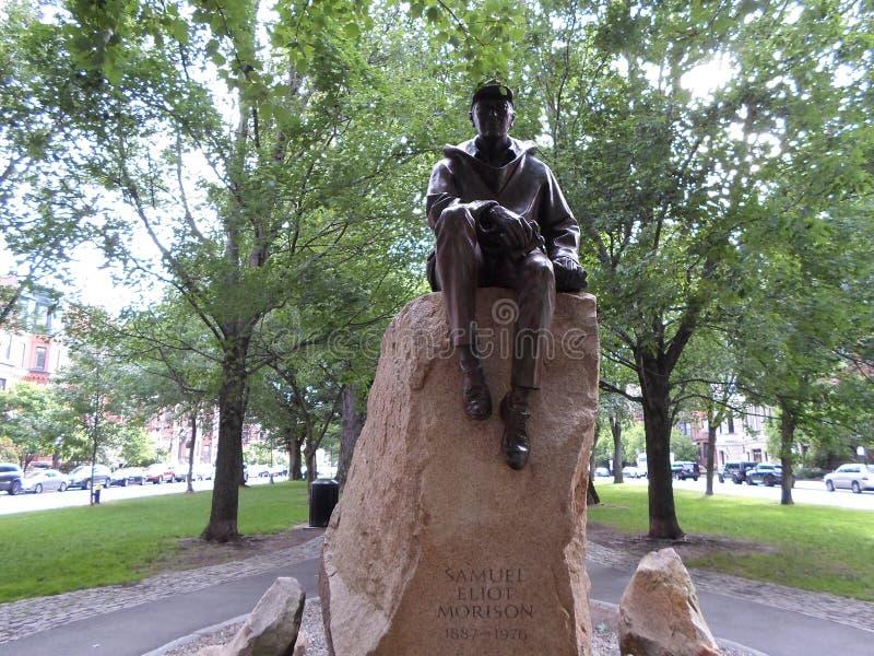 Статуя Самюэля Eliot Morison, мол бульвара государства, Бостон, Массачусетс, США стоковые фото