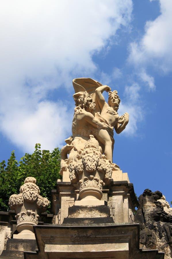 Статуя сатира и нимфы стоковое изображение rf