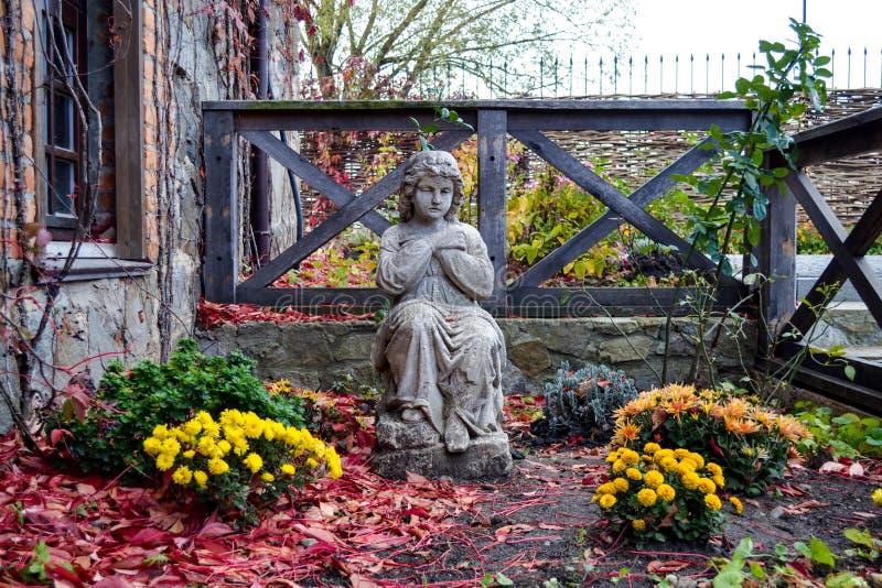статуя сада ребенка стоковые фото
