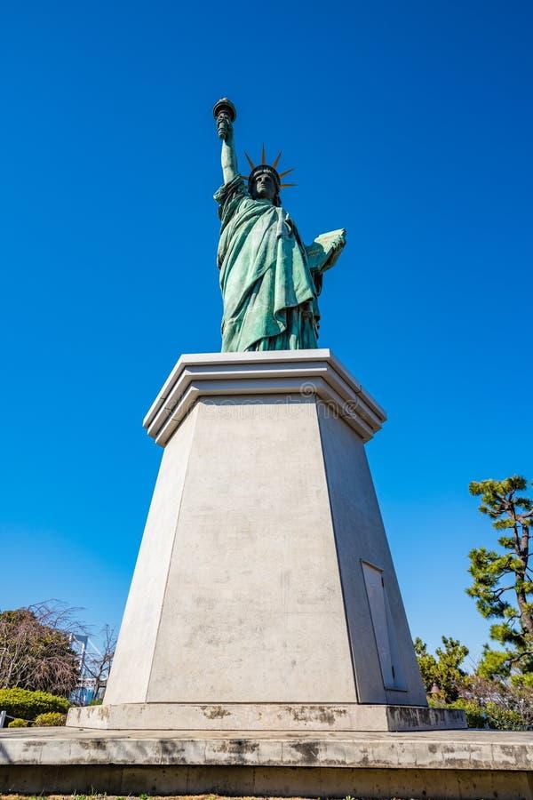 Статуя свободы в Odaiba, Токио Японии стоковое изображение