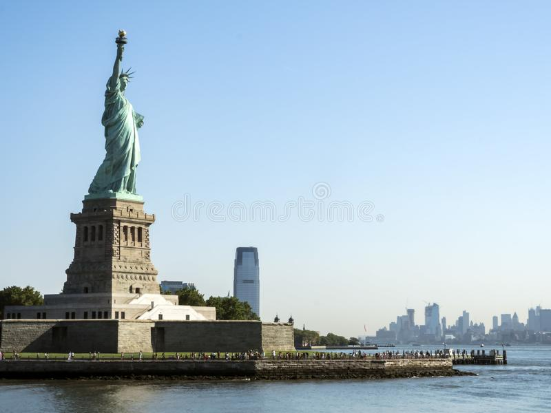 Статуя свободы - 31-ое июля 2017, гавань острова свободы, Нью-Йорка, NY стоковое фото