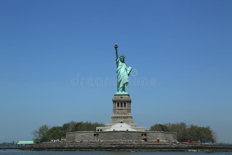 Статуя свободы закрыла для ремонта после повреждения Sandy урагана стоковая фотография rf