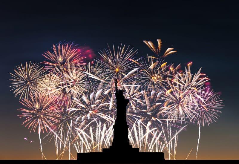 Статуя свободы на предпосылке фейерверков стоковая фотография rf