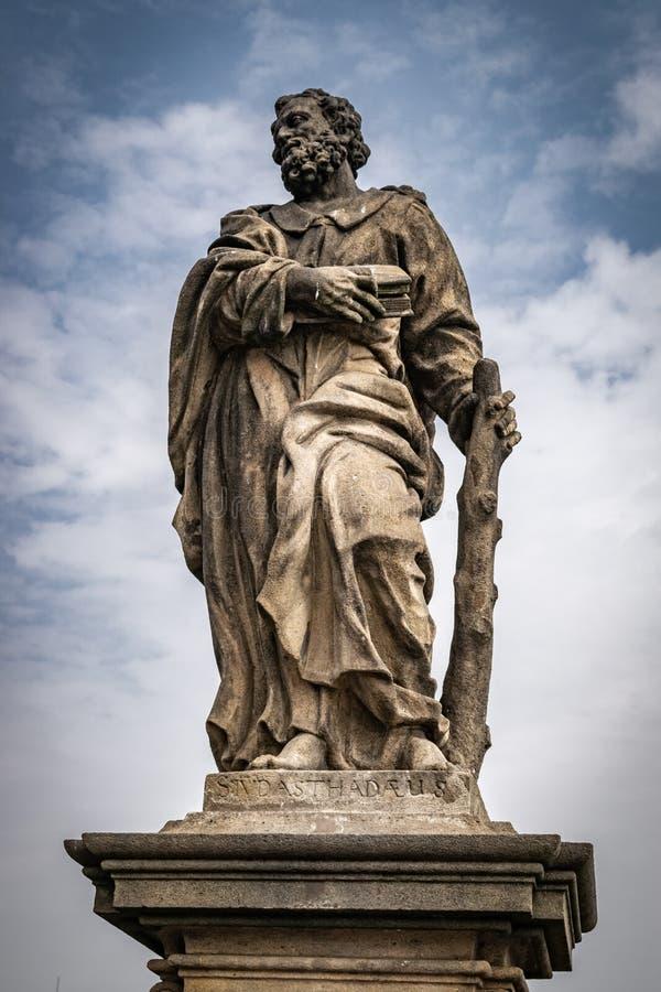 Статуя Святого Jude Thaddeus, Карлова моста, Праги, чехии стоковые изображения