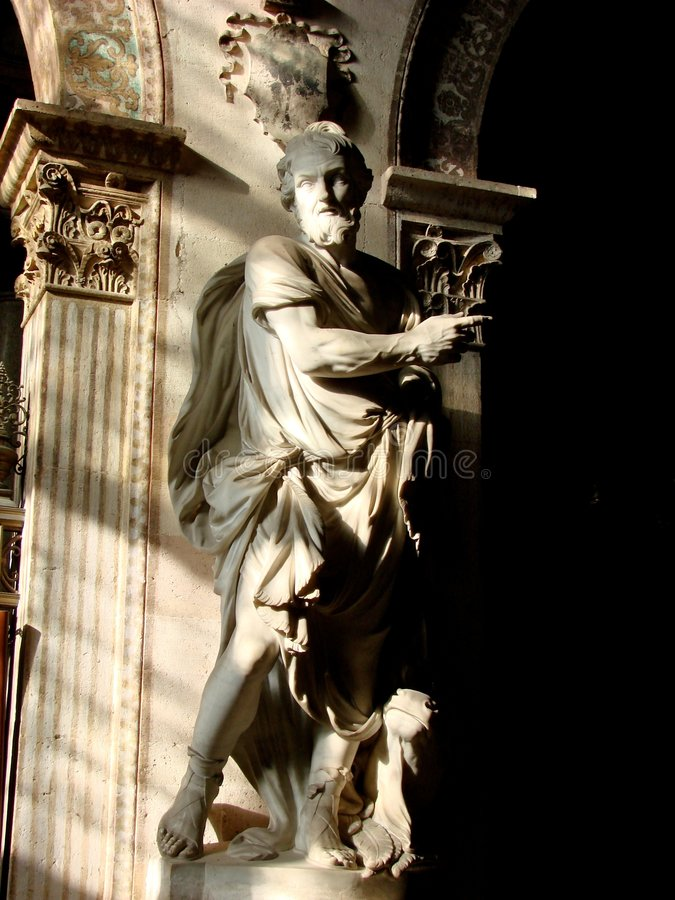 статуя святой церков стоковое изображение