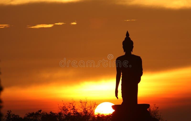 статуя силуэта Будды стоковые изображения rf