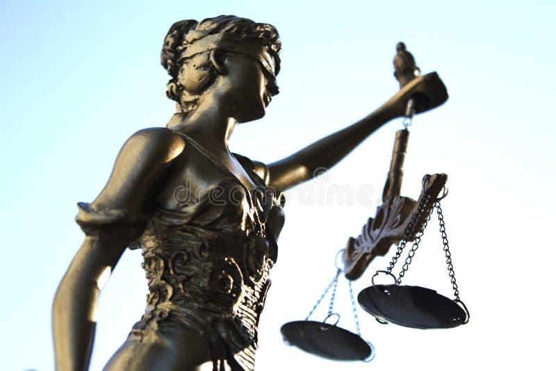 Статуя символа правосудия, законного изображения концепции закона стоковое изображение rf
