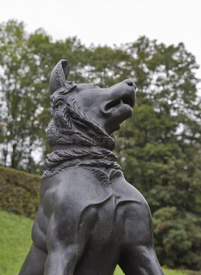 Статуя собаки в парке Tivoli ljubljana стоковые фотографии rf