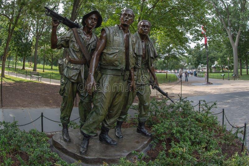 Статуя 3 солдат на ветеранах Вьетнама мемориальных внутри стоковое фото rf