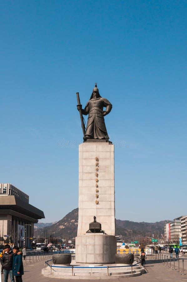 Статуя Солнц-голени Yi вне дворца Gyeongbokgung стоковые фото