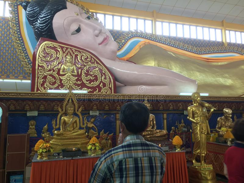 Статуя спать Будда стоковое изображение rf