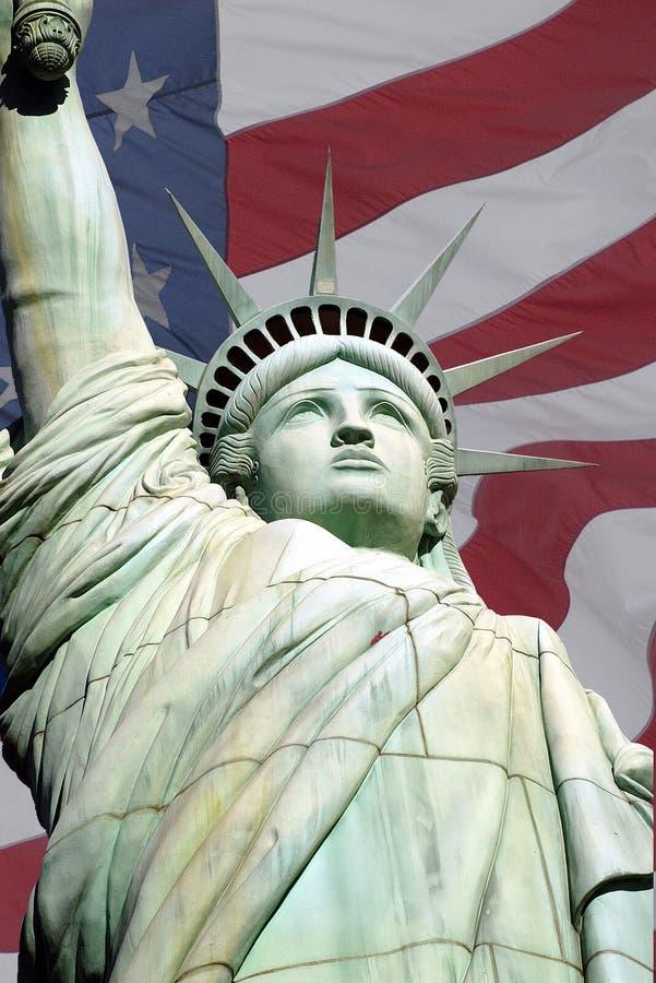 статуя США вольности 2 флагов стоковая фотография rf