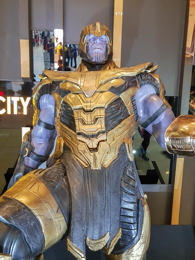 Статуя Таноса из фильма 'Мстители' на автошоу стоковые фото
