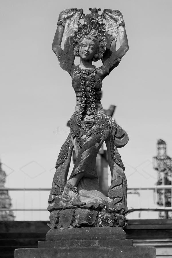 Статуя танца стоковые изображения
