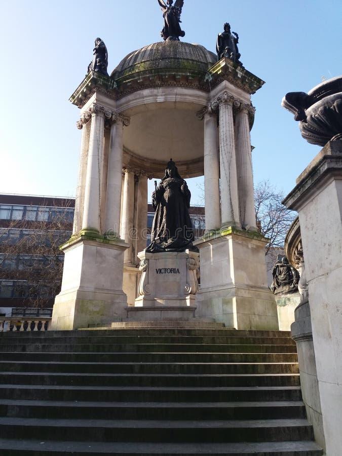 Статуя ферзя Виктории в Ливерпуле Англии стоковое изображение rf