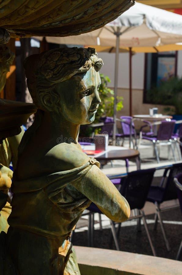 Статуя фонтана Esteponaстоковое изображение rf